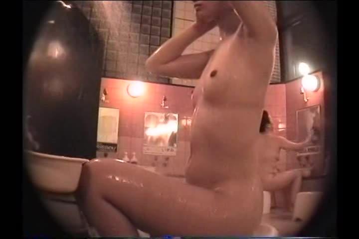 細身で美しい乳☆銭湯で身体を洗うモデルを狙い、ピチピチ体を隅々まで秘密撮影しちゃいましたww